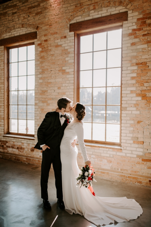 Cozy Chicago Christmas Wedding Inspiration (82)