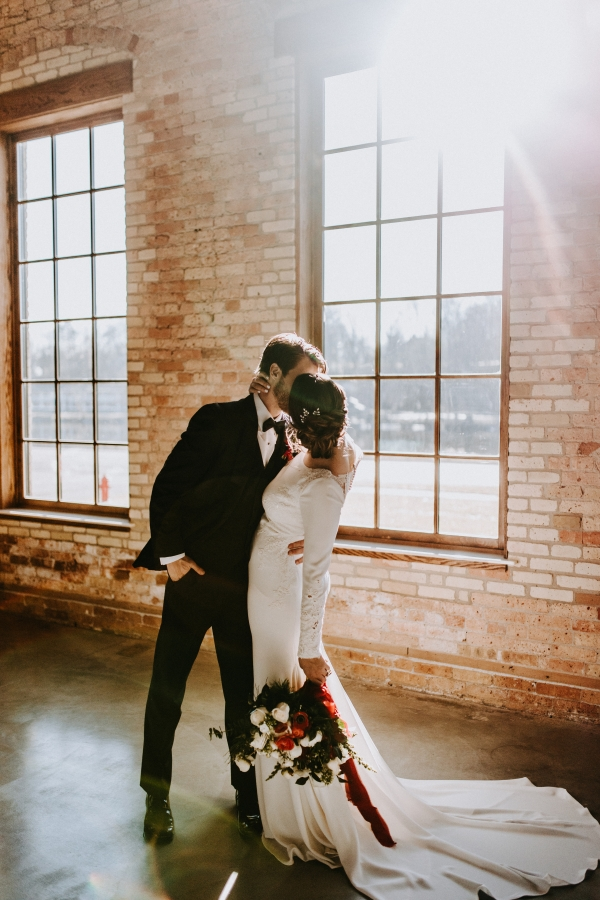 Cozy Chicago Christmas Wedding Inspiration (84)