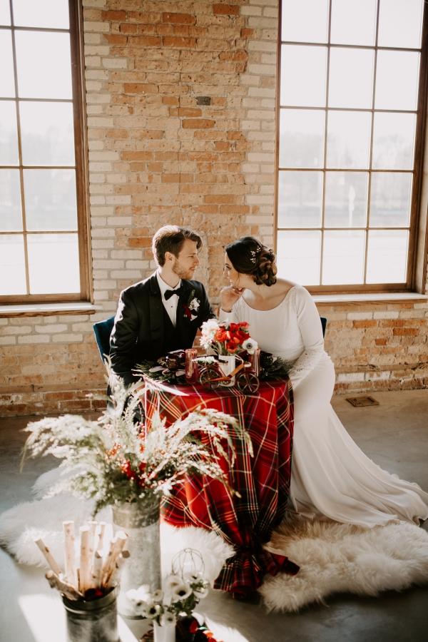 Cozy Chicago Christmas Wedding Inspiration (85)