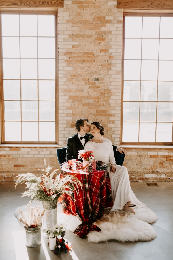 Cozy Chicago Christmas Wedding Inspiration (86)