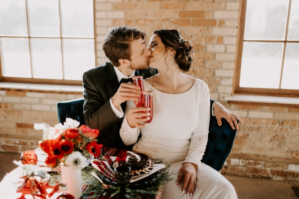 Cozy Chicago Christmas Wedding Inspiration (87)
