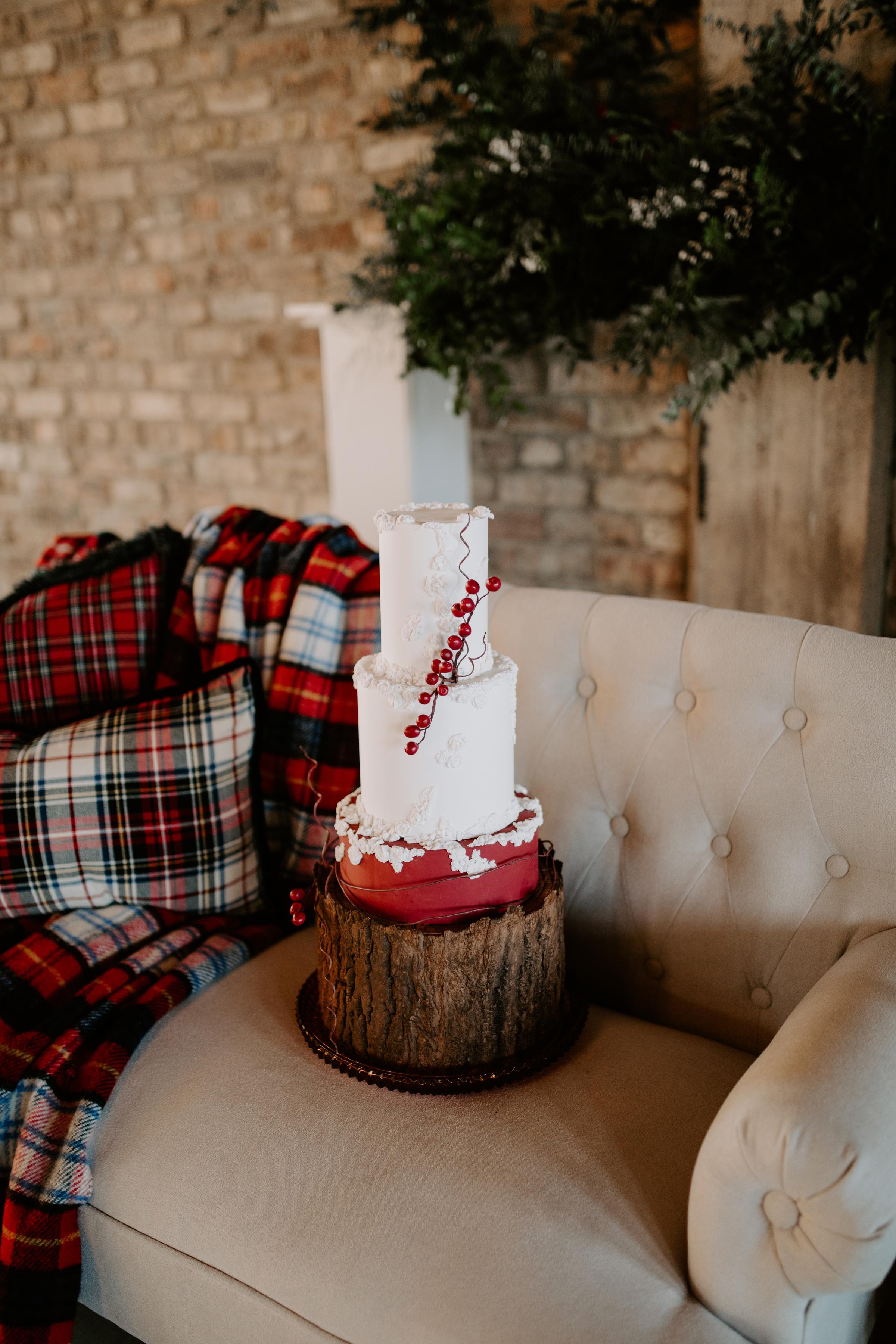 Cozy Chicago Christmas Wedding Inspiration (89)