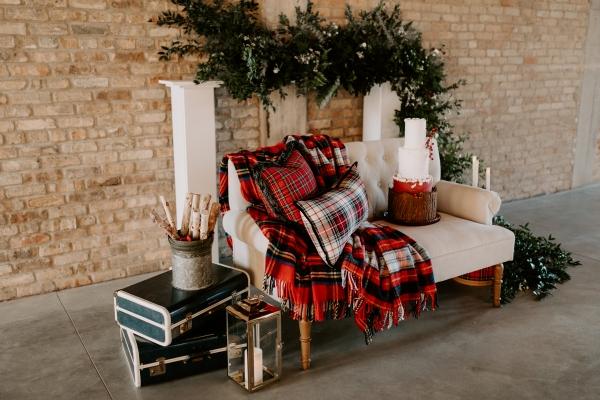 Cozy Chicago Christmas Wedding Inspiration (90)