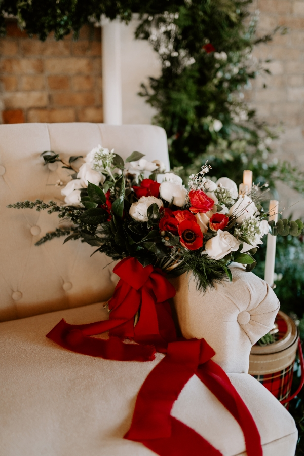 Cozy Chicago Christmas Wedding Inspiration (91)