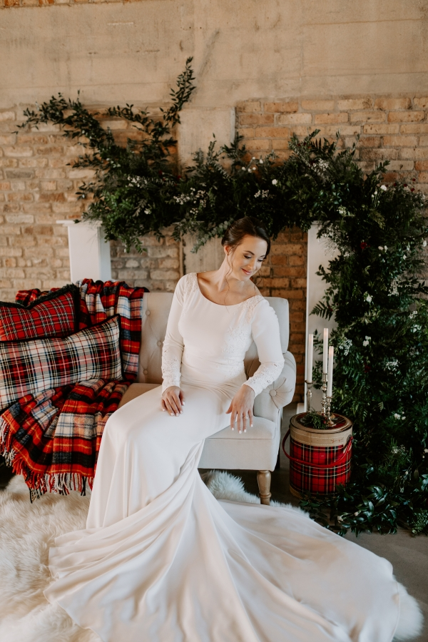 Cozy Chicago Christmas Wedding Inspiration (94)