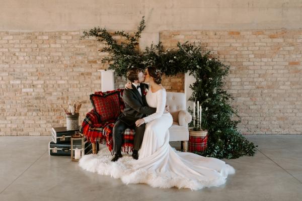 Cozy Chicago Christmas Wedding Inspiration (95)