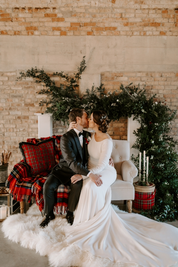 Cozy Chicago Christmas Wedding Inspiration (96)