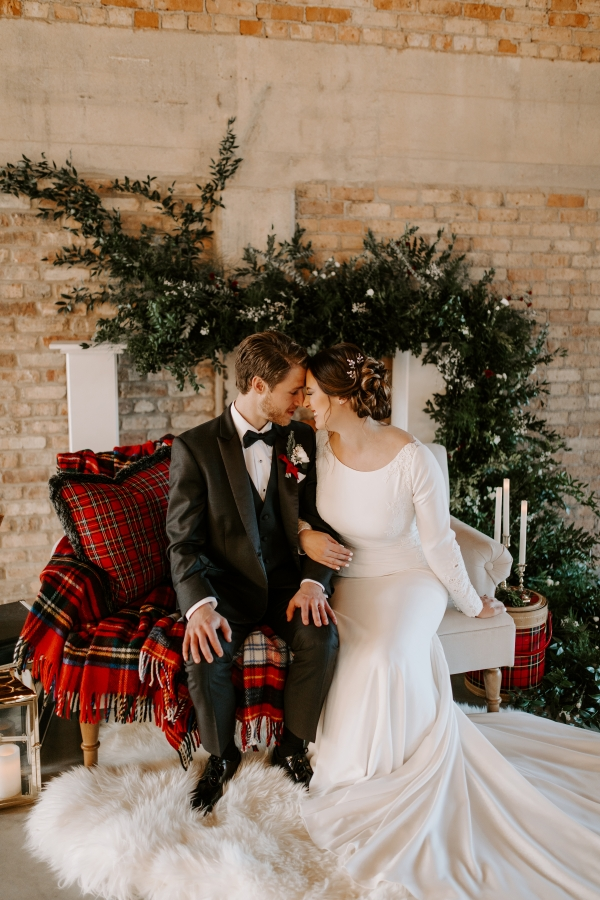 Cozy Chicago Christmas Wedding Inspiration (97)