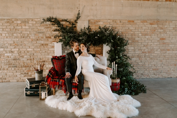 Cozy Chicago Christmas Wedding Inspiration (98)