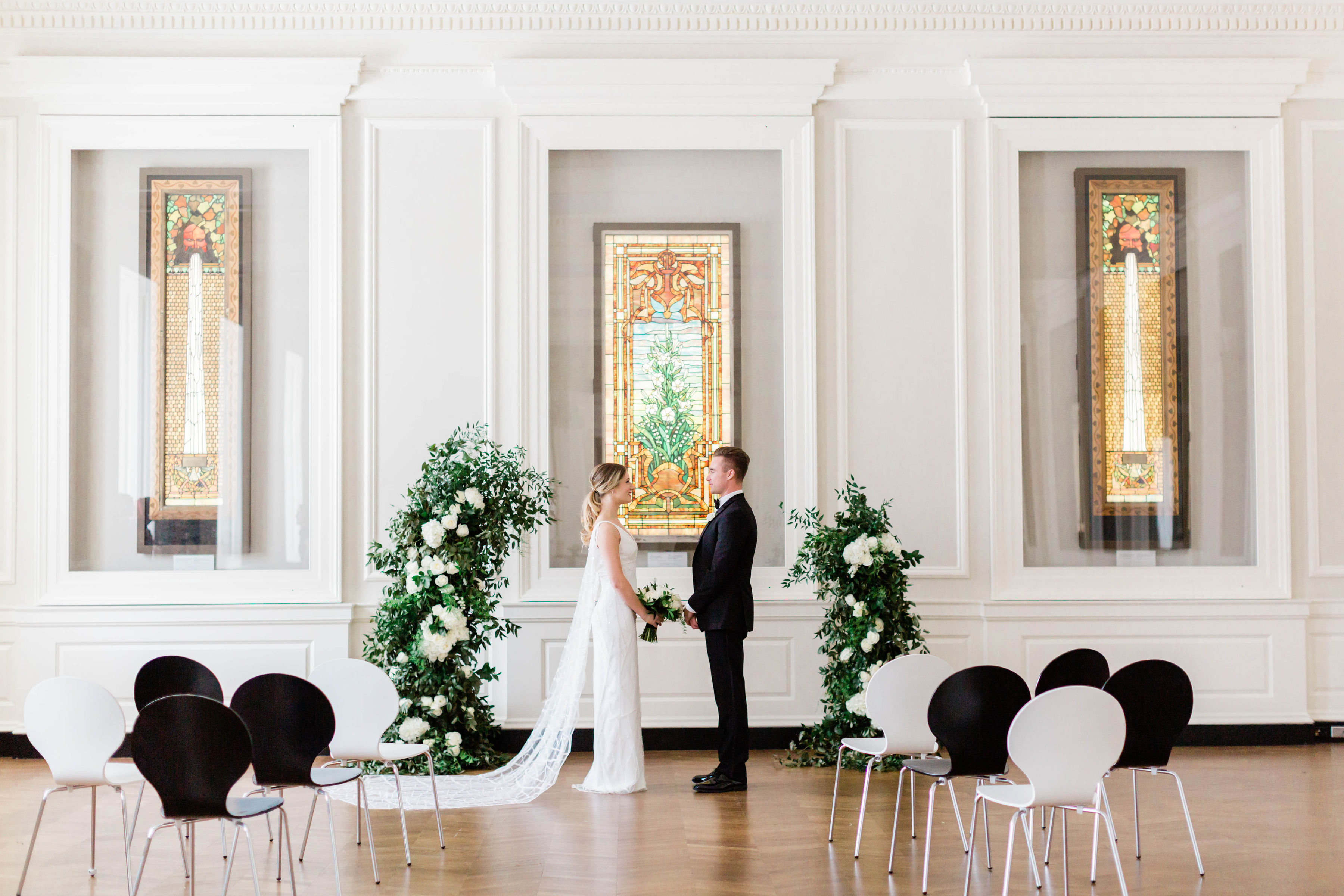 Modern Black White and Green Wedding Inspiration at the Chicago History Museum (21)