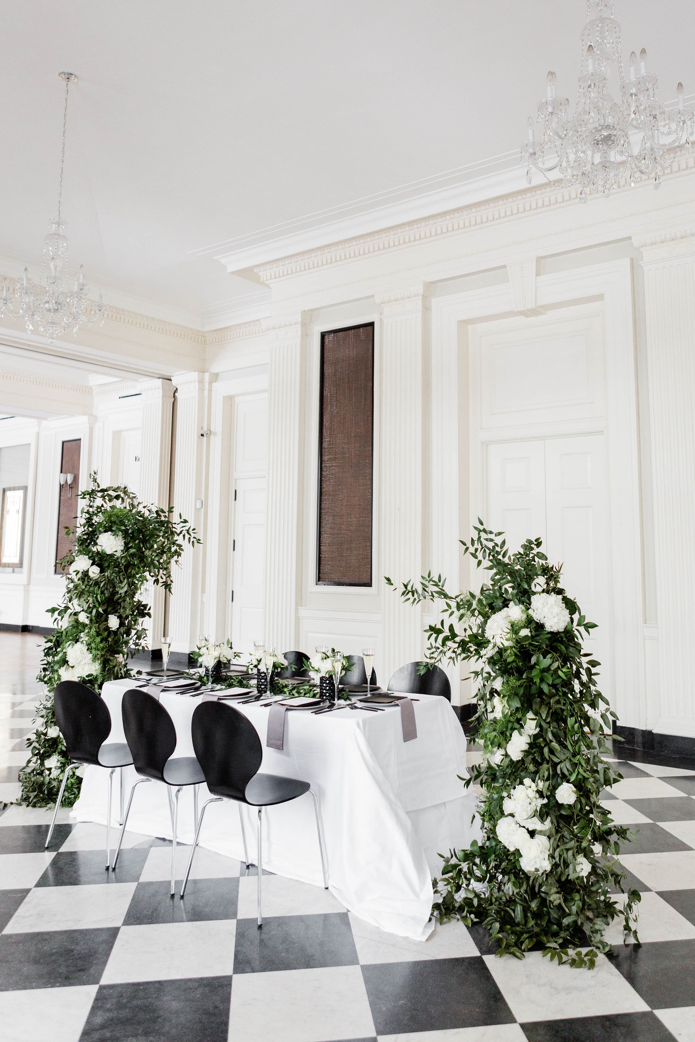 Modern Black White and Green Wedding Inspiration at the Chicago History Museum (44)