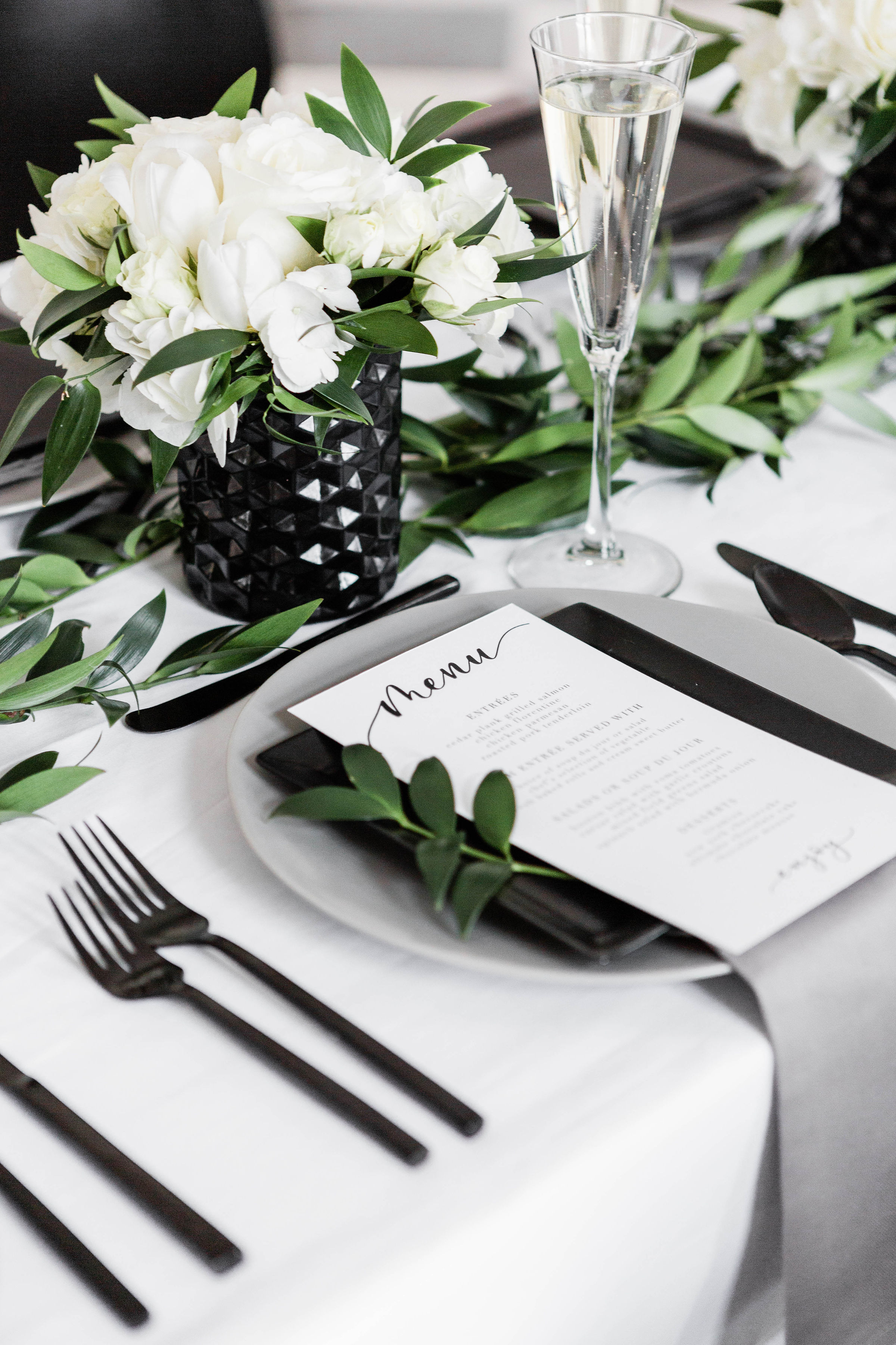 Modern Black White and Green Wedding Inspiration at the Chicago History Museum (46)