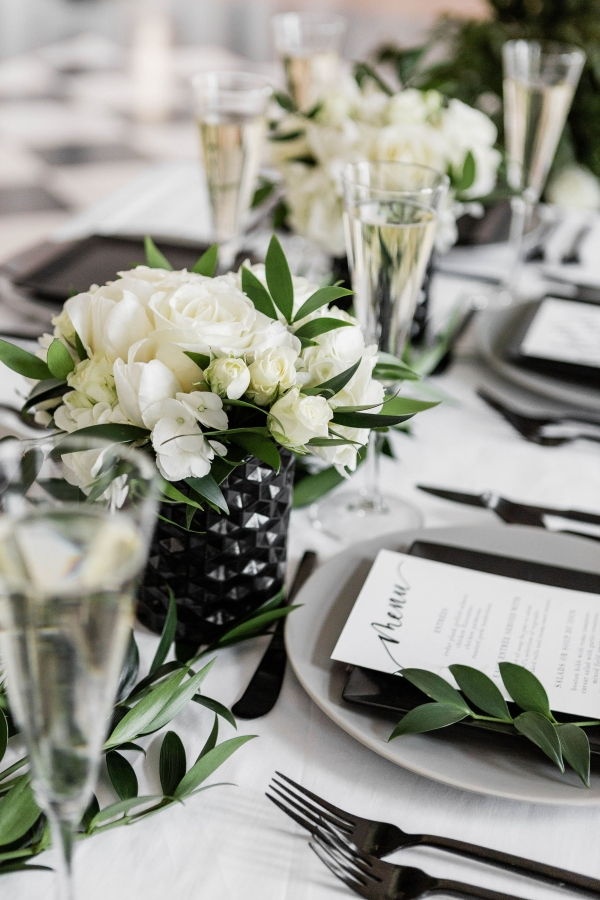 Modern Black White and Green Wedding Inspiration at the Chicago History Museum (53)