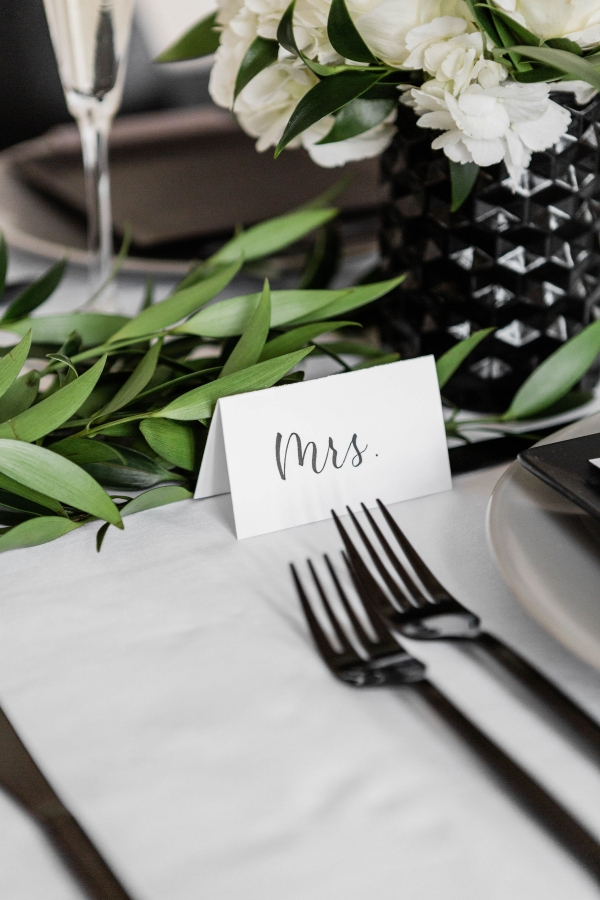 Modern Black White and Green Wedding Inspiration at the Chicago History Museum (56)