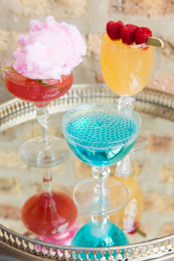 Colorful Iridescent Futuristic Chicago Wedding Inspiration (14)