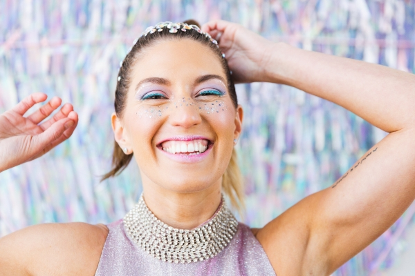 Colorful Iridescent Futuristic Chicago Wedding Inspiration (39)