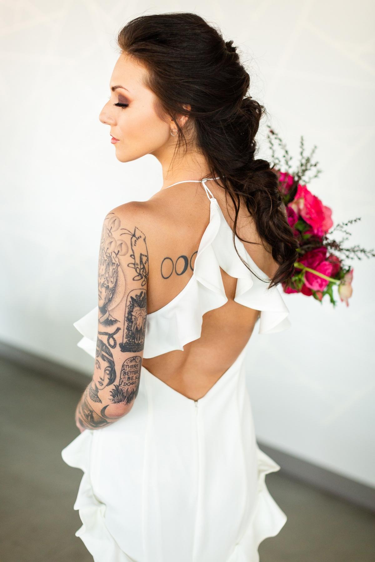 Edgy Romance Chicago Wedding Inspiration Alexandra Lee Photography Lakeshore in Love 202