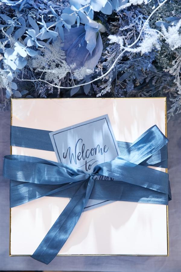 Ombre Blue Chicago Loft Wedding Inspiration (37)