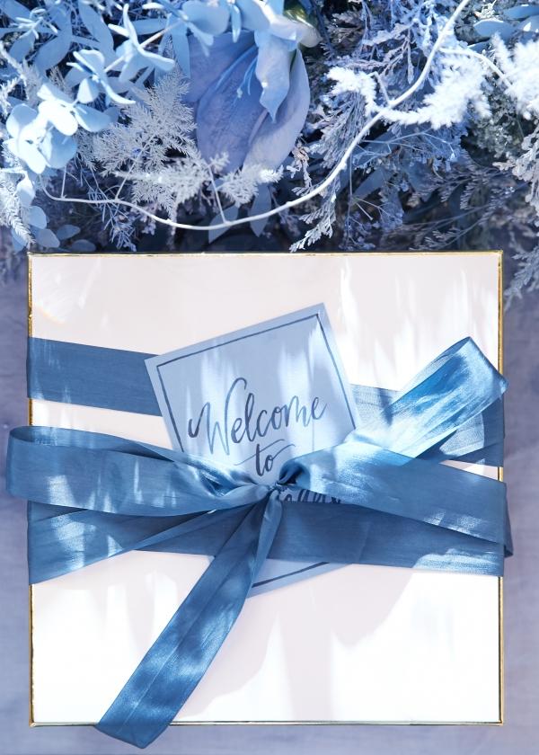 Ombre Blue Chicago Loft Wedding Inspiration (38)