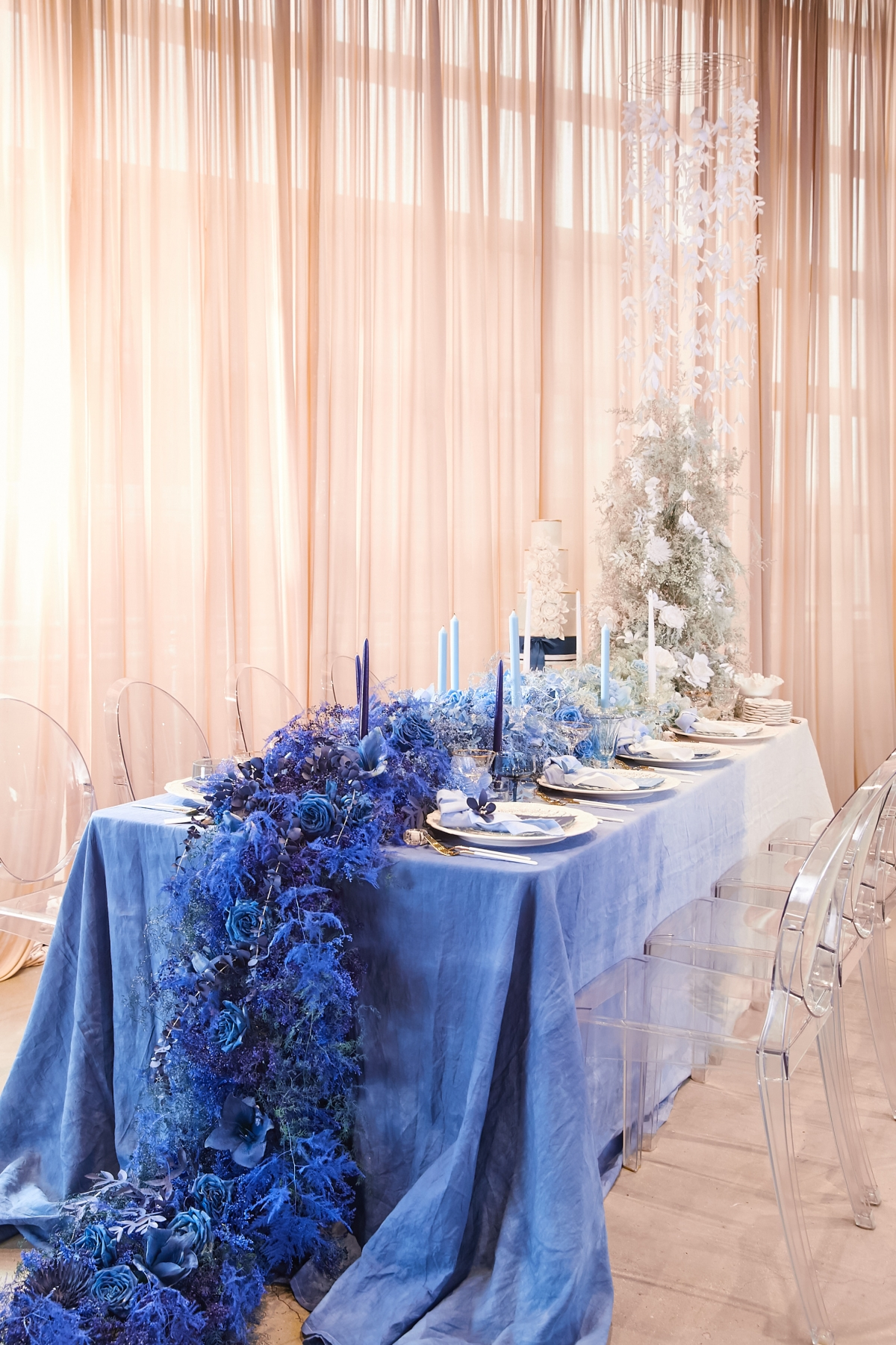Ombre Blue Chicago Loft Wedding Inspiration (5)