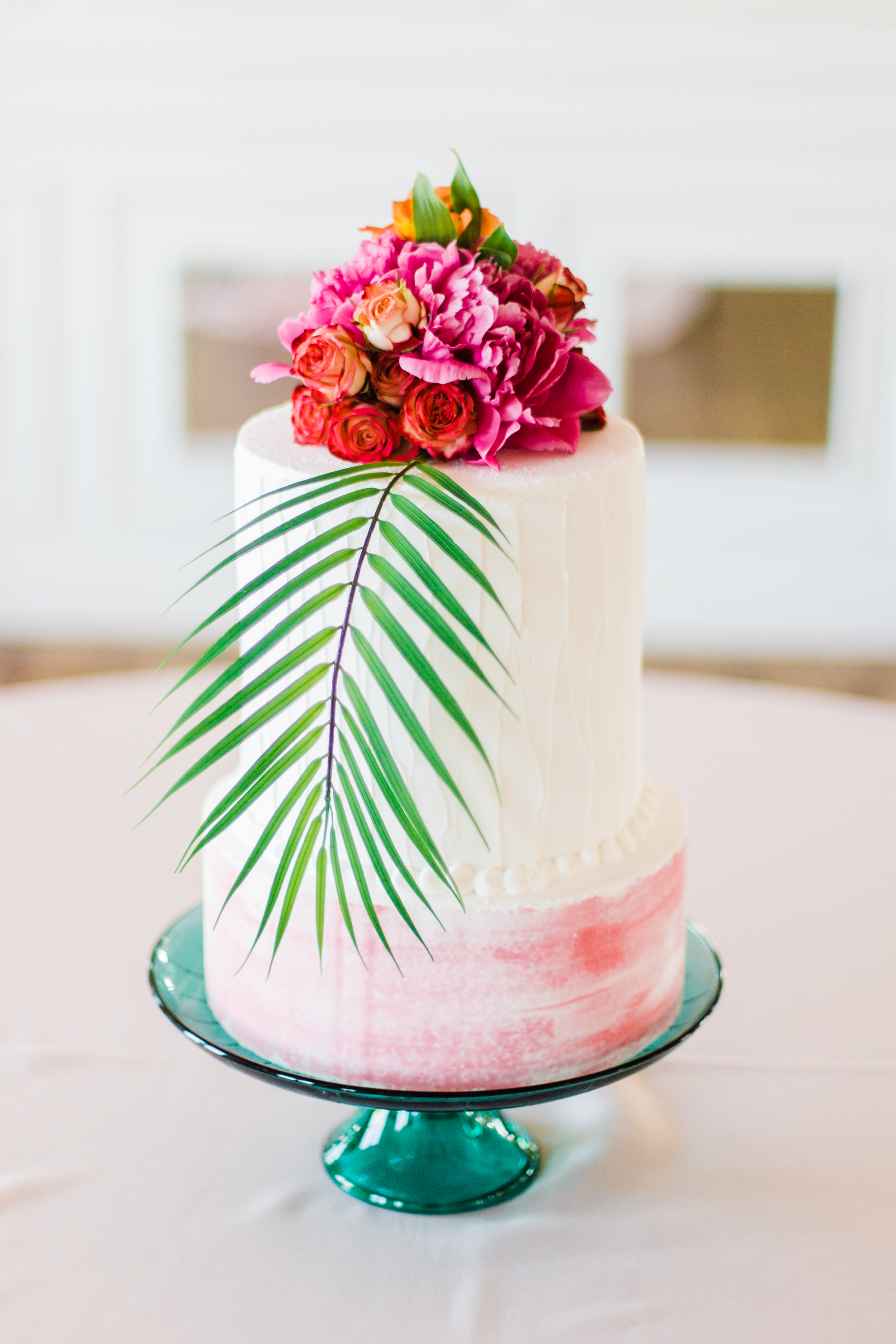 Highlights cake and florals