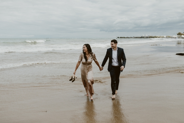 Chicago Beach Waves Engagement Session Uriel Photography (6)