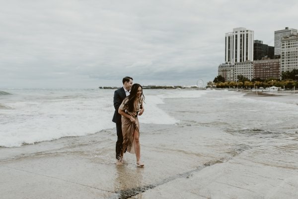 Chicago Beach Waves Engagement Session Uriel Photography (7)
