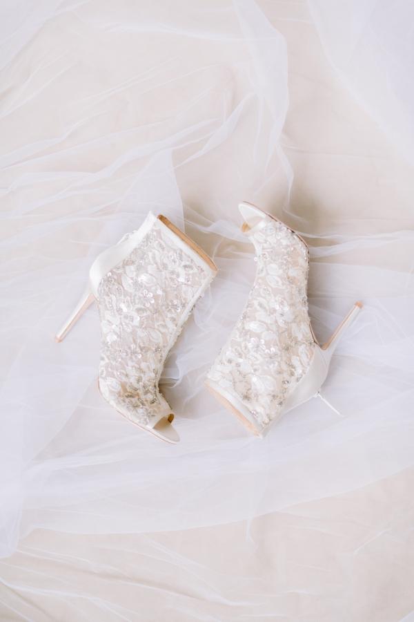 Laura Lanzerotte Bridal Danielle Heinson Photography (1)