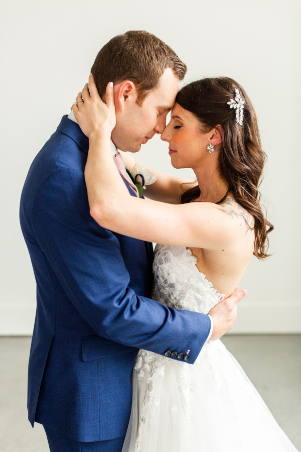 Room 1520 Chicago Wedding from Alexandra Lee Photography (17)